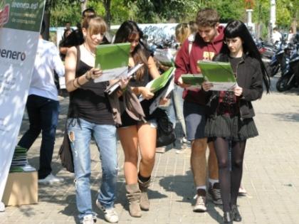 UB students Deenero carpetas